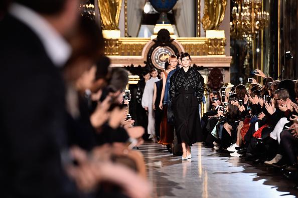 Collection「Stella McCartney : Runway - Paris Fashion Week Womenswear Fall/Winter 2016/2017」:写真・画像(2)[壁紙.com]