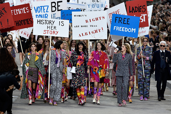 ファッションショー「Chanel : Runway - Paris Fashion Week Womenswear Spring/Summer 2015」:写真・画像(11)[壁紙.com]
