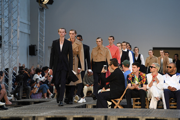 Alexander McQueen - Designer Label「Alexander McQueen: Runway - Paris Fashion Week - Menswear Spring/Summer 2019」:写真・画像(14)[壁紙.com]