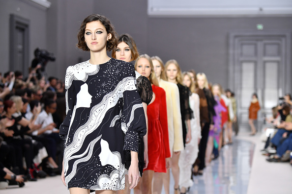Catwalk - Stage「Chloe: Runway - Paris Fashion Week Womenswear Fall/Winter 2017/2018」:写真・画像(4)[壁紙.com]