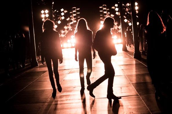 Men「Saint Laurent : Runway - Paris Fashion Week - Menswear S/S 2015」:写真・画像(7)[壁紙.com]