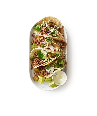 Radish「Overhead of beef taco plate on white」:スマホ壁紙(18)
