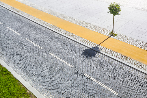 Empty Road「Empty cobble road with individual tree shot from above.」:スマホ壁紙(17)