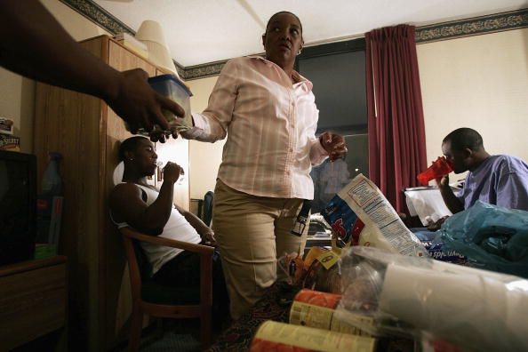 Salad「Katrina Evacuees Spend Thanksgiving Away From Home」:写真・画像(14)[壁紙.com]