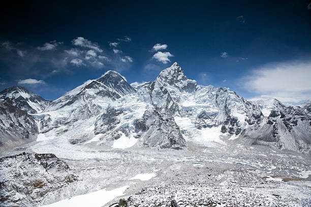 Himalayas mountain range with Mt Everest:スマホ壁紙(壁紙.com)
