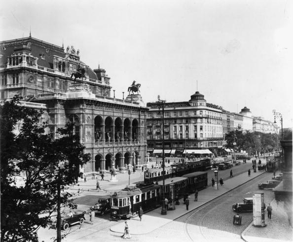 1930-1939「The Vienna opera ring with state opera and hotel Bristol, Vienna, Austria, Photograph, Around 1930」:写真・画像(18)[壁紙.com]