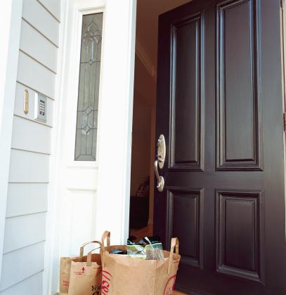 Front Door「Bags of grocery in front of open door」:スマホ壁紙(0)