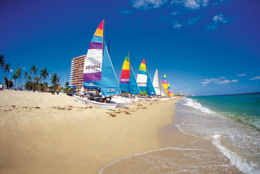Catamaran「Six catamarans on Ft. Lauderdale beach, Florida, USA」:スマホ壁紙(9)