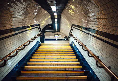 London - England「Staircase inside underground station」:スマホ壁紙(15)