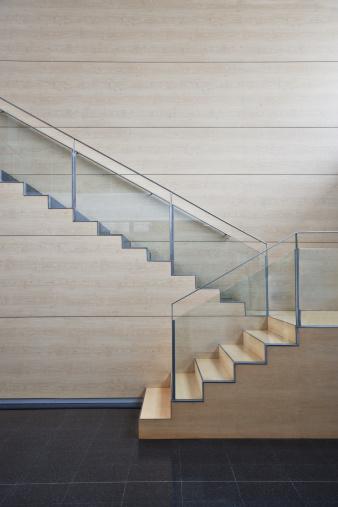 Vertical「Staircase in modern office building」:スマホ壁紙(17)