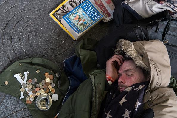 Homelessness「Homeless Struggle During Christmas Cold Spell」:写真・画像(7)[壁紙.com]