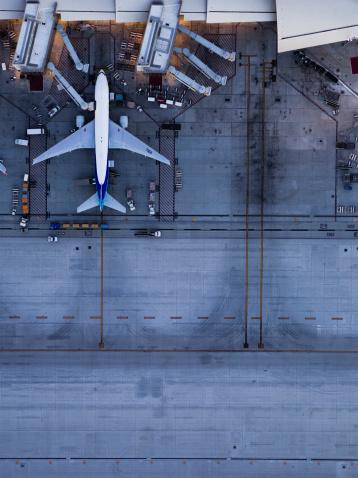 Airport Runway「Airliners at  gates and Control Tower at LAX」:スマホ壁紙(10)
