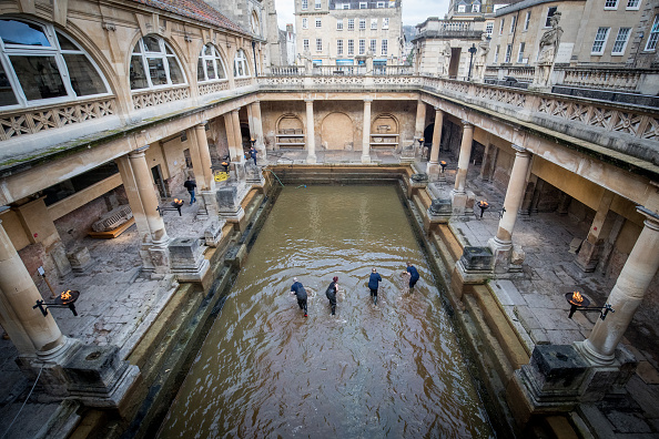 Roman Bath「The Historic Roman Baths Are Drained For Spring Cleaning」:写真・画像(2)[壁紙.com]