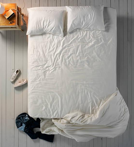 Empty Messy Bed:スマホ壁紙(壁紙.com)