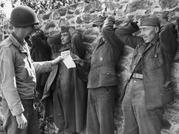 Surrendering「POW Inspection」:写真・画像(0)[壁紙.com]
