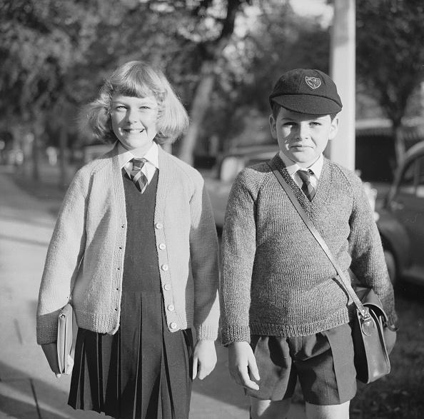 V-Neck「Off To School」:写真・画像(2)[壁紙.com]
