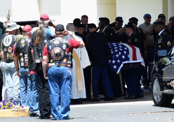 Daniel Gi「Funeral For Army Sergeant Killed During Ft. Hood Shooting」:写真・画像(10)[壁紙.com]