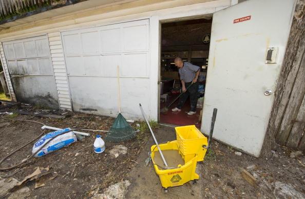 Hurricane Ike「Galveston Residents Allowed To Return Home After Hurricane Ike」:写真・画像(7)[壁紙.com]