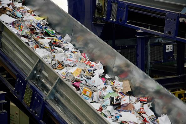 Belt「Paper packaging recycling going down conveyor belt」:写真・画像(13)[壁紙.com]