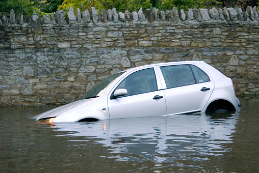 Flood「Car stuck in Rural flooding」:スマホ壁紙(14)