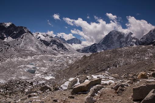 Khumbu「Snow capped peaks of the Everest Himalayas near Gorak Shep, Everest Base Camp Trek, Nepal」:スマホ壁紙(17)