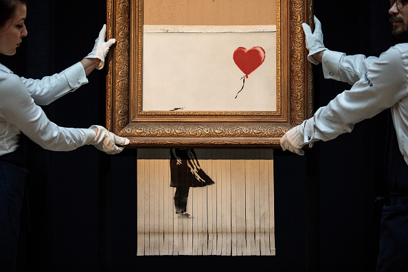 Auction「Sotheby's Unveils Banksy's Newly Completed Artwork 'Love in in the Bin'」:写真・画像(10)[壁紙.com]