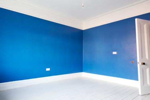 Beginnings「Empty blue painted room」:スマホ壁紙(9)