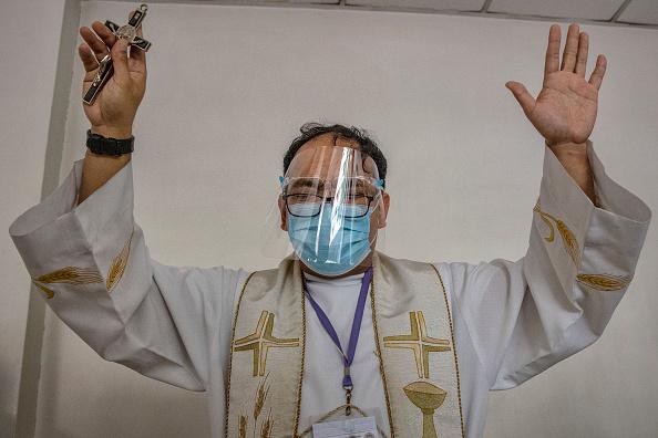 Priest「The Philippines Impose Restrictions As Coronavirus Cases Rise」:写真・画像(13)[壁紙.com]