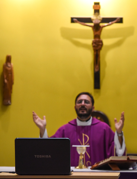 Religious Mass「Churches Turn To Broadcast To Serve Congregations During Coronavirus Pandemic」:写真・画像(3)[壁紙.com]