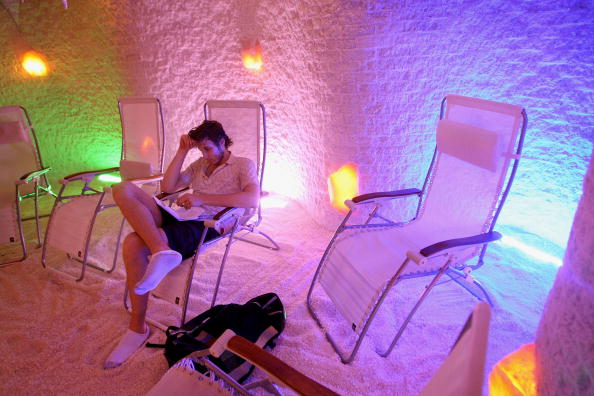 Scott Olson「Man Made Salt Caves Offer Traditional Eastern European Salt Therapy」:写真・画像(1)[壁紙.com]