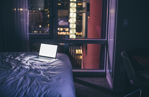 Motel「Always online」:スマホ壁紙(13)
