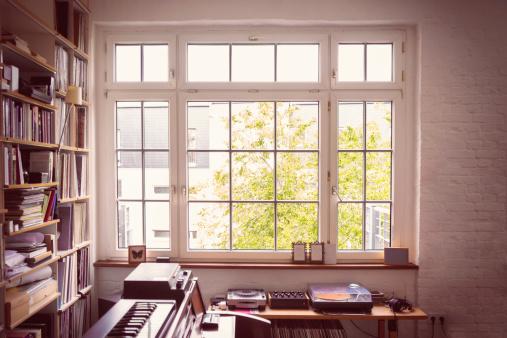 Turntable「Window into the Music Room」:スマホ壁紙(10)