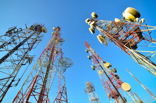 Radio Wave「Telecommunication tower against the blue sky」:スマホ壁紙(17)