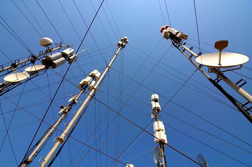 Radio Wave「Telecommunication masts and satellites seen from below」:スマホ壁紙(12)