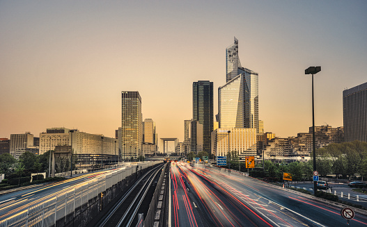 Traffic「Sunrise towards the La Defense skyline, Paris」:スマホ壁紙(0)