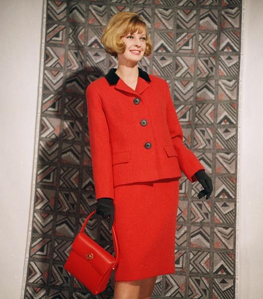 Purse「Red Suit」:写真・画像(4)[壁紙.com]