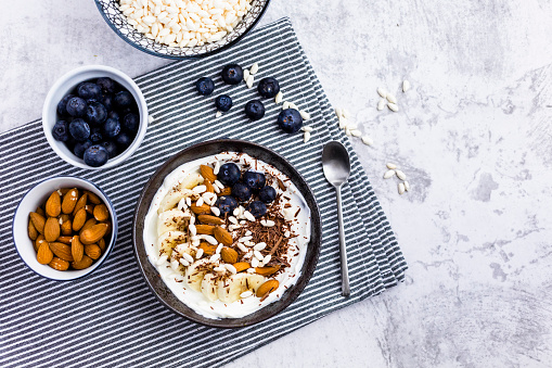 Nut - Food「Bowl of fresh muesli, blueberries and almonds seen from above」:スマホ壁紙(19)