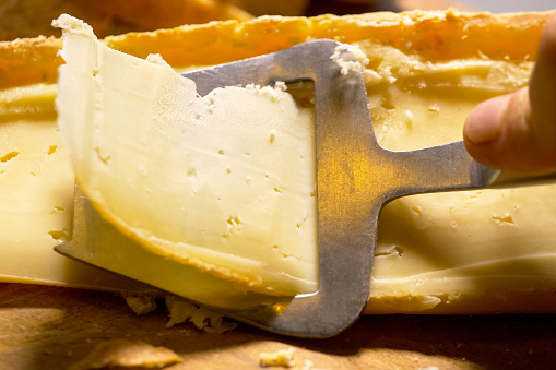 Nouvelle-Aquitaine「Aged French Cheese with rind being sliced.」:スマホ壁紙(1)