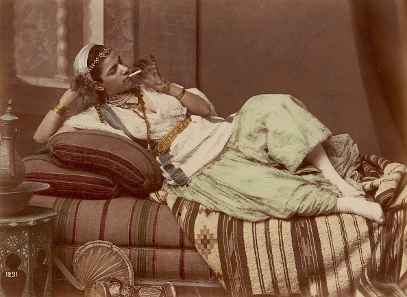 Sofa「[Reclining Woman Smoking]」:写真・画像(10)[壁紙.com]