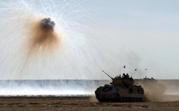 Infantry「U.S. Troops Train In Kuwait」:写真・画像(2)[壁紙.com]