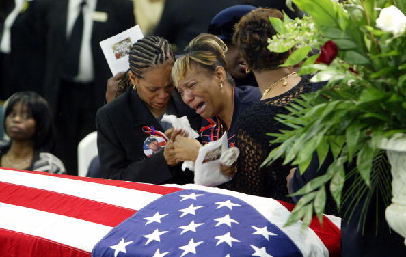 Army Soldier「Mother Crys At Soldiers Funeral 」:写真・画像(8)[壁紙.com]
