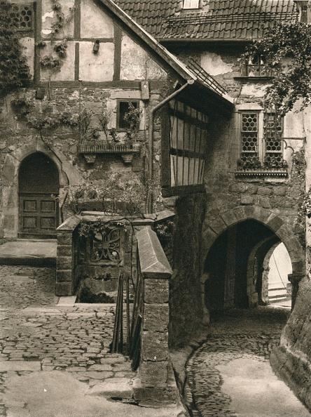 Cobblestone「Wartburgwinkel. Corner of the Wartburg, 1931」:写真・画像(9)[壁紙.com]