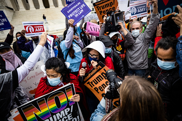 Effort「Protests And Rallies Held On First Day Of Amy Coney Barrett's Supreme Court Confirmation Hearing」:写真・画像(14)[壁紙.com]
