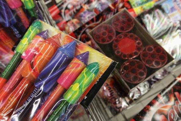 花火「New Year's Fireworks Sales Begin」:写真・画像(12)[壁紙.com]