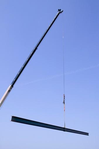 Picking Up「Crane holding steel beam」:スマホ壁紙(13)