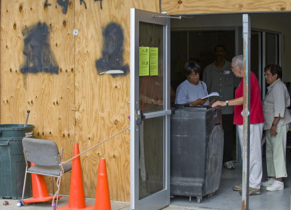 Hurricane Ike「Americans Go To The Polls To Elect The Next U.S. President」:写真・画像(3)[壁紙.com]