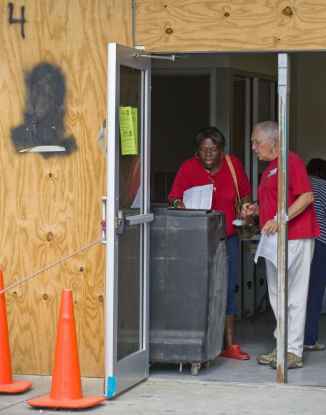 Hurricane Ike「Americans Go To The Polls To Elect The Next U.S. President」:写真・画像(5)[壁紙.com]