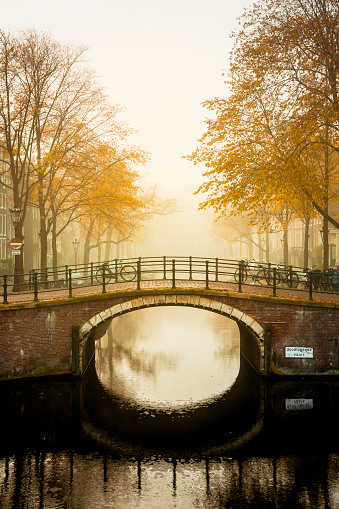 Canal「Reguliersgracht at Amstelveld in fog」:スマホ壁紙(16)