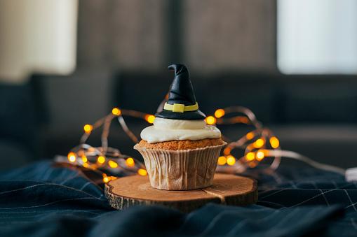 Halloween ghost「Witch Hat Cupcake」:スマホ壁紙(16)