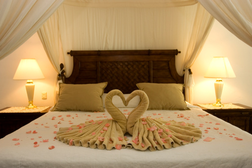 marriage「Beautiful Romantic Honeymoon Hotel Suite, Empty, Copy Space」:スマホ壁紙(9)